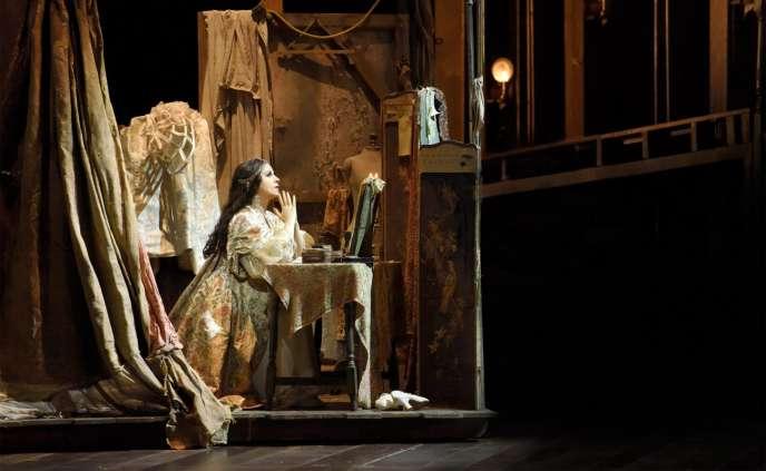 Adriana Lecouvreur (Angela Gheorghiu) à l'Opéra Bastille.