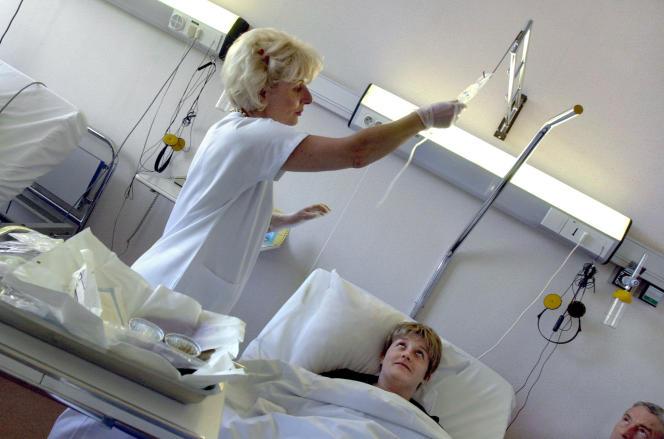 En France, les cancers tuent 150 000 personnes par an, 800 000 personnes vivent actuellement avec ces maladies et 2 millions ont déjà été touchées.