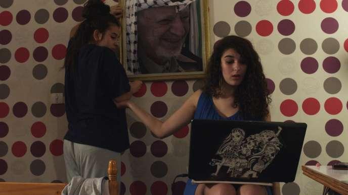 Inas Chanti et Souad Arsane dans le moyen-métrage français d'Antoine Desrosières,