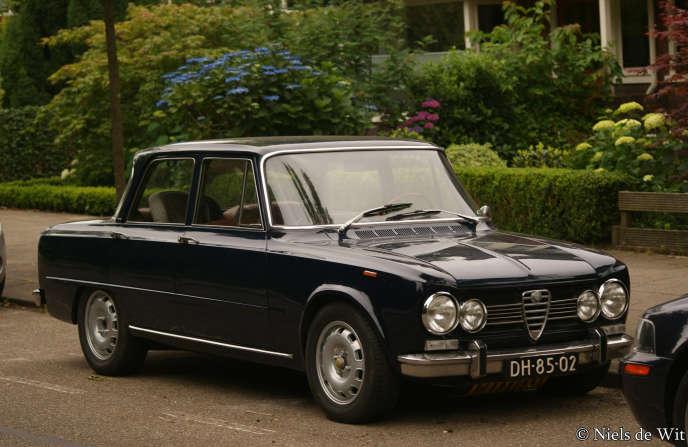 La nouvelle Giulia fait référence au anciens modèles emblématiques d'Alfa Romeo, comme la Giulia 1600 de 1972.