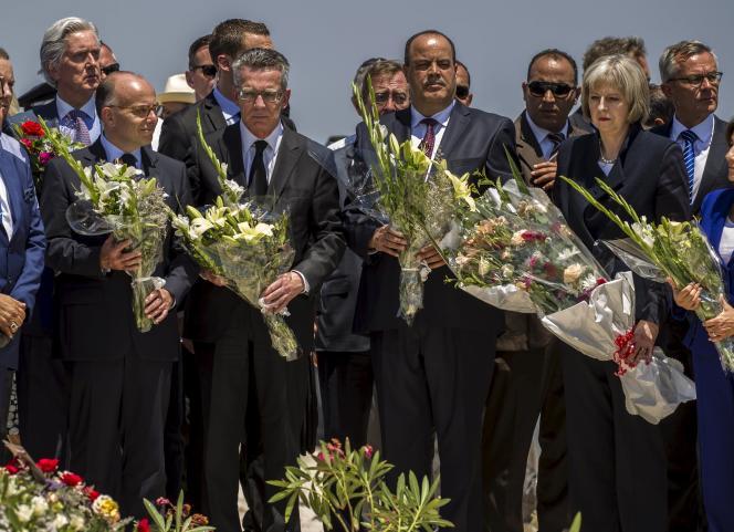 Les ministre de l'intérieur français, allemand, tunisien et britannique lors de l'hommage rendu aux victimes de l'attentat de Sousse, qui a fait 39 morts le 26 juin.