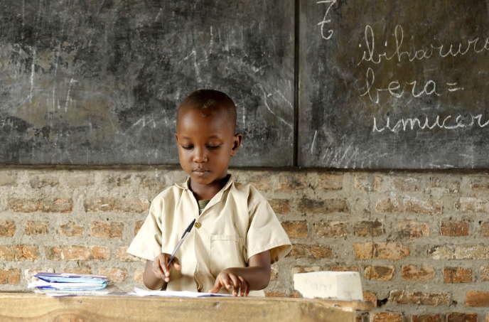 Un écolier à Bujumbura, au Burundi, en avril 2015.