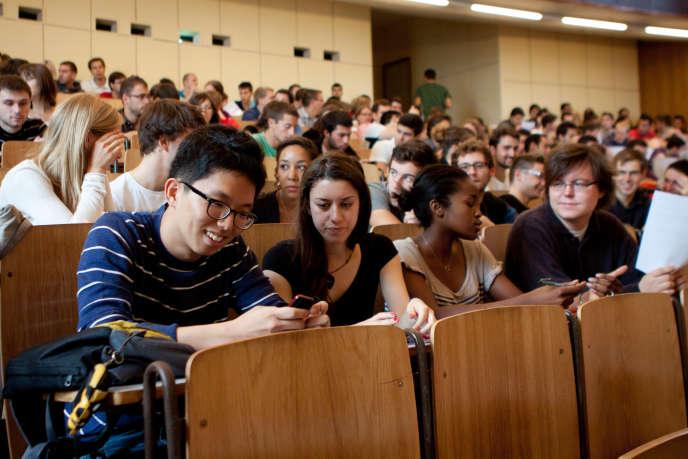 L'usage du téléphone portable en classe nuit-il à la réussite scolaire ? Deux études récentes répondent à cette question.