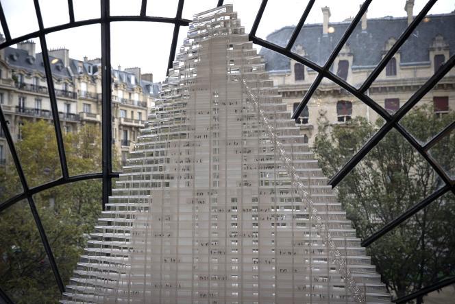 Une maquette de la Tour Triangle, exposée au Pavillon de l'Arsenal à Paris, le 3 novembre 2014.