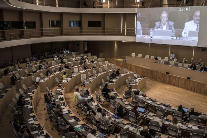 Une session conjointe des conseils régionaux du Rhône-Alpes et d'Auvergne, par visioconférence, le 29 juin 2015 à l'hôtel de région de Lyon.