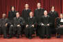 La Cour suprême américaine et le juge Stephen Breyer (arrière plan, deuxième en partant de la gauche), en 2010.
