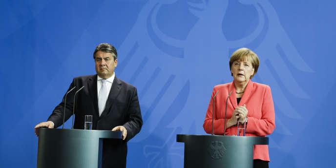 Angela Merkel et son ministre de l'économie Sigmar Gabriel lors d'une conférence de presse, lundi 29 juin, après une réunion consacrée à la crise grecque avec les responsables des partis politiques allemands représentés au parlement.