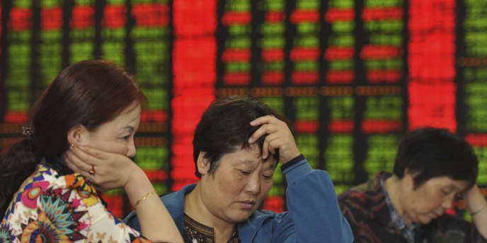 A la mi-novembre, on constatait un repli de 23% en dollars pour l'indice composite de la bourse de Shanghaï (Chine).