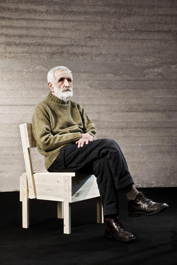 L'architecte italien Enzo Mari en 2010 sur sa chaise