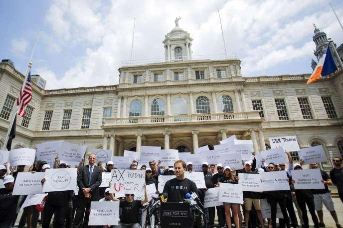 Manifestation de chauffeurs d'Uber contre un projet de loi limitant leurs activités à New York, le 30 juin 2015.