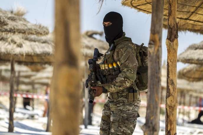 Le gouvernement tunisien dit avoir la preuve que Seifeddine Rezgui a cottoyé deux autres jeunes Tunisiens, auteurs de l'attaque contre le musée de Tunis en mars.