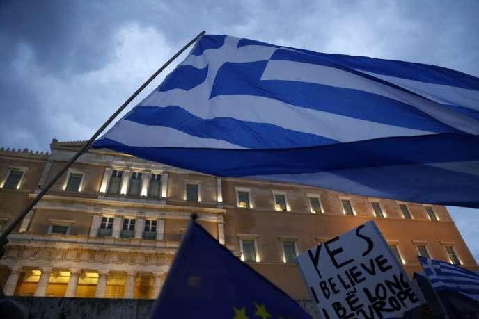 « Notre place est en Europe, nous isoler serait suicidaire », assurent les confédérations d'agriculteurs, d'exportateurs, des ingénieurs et entrepreneurs de travaux publics, des professionnels du tourisme et de l'industrie et l'association centrale des municipalités grecques.