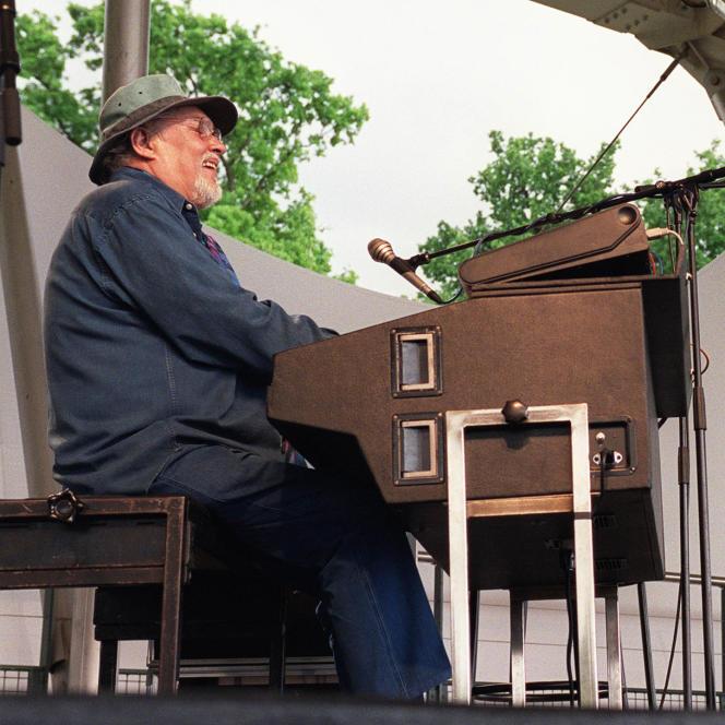 Eddy Louiss, sur la scène du parc floral de Vincennes, le 18mai2002, lors de la 9eédition du Paris Jazz Festival.