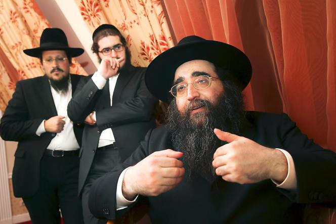 Le rabbin Yoshiyahu Pinto (ici, lors de son pèlerinage annuel en 2014) a soudoyé des officiers de police pour se tenir informé des enquêtes le concernant.