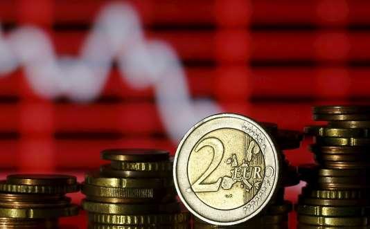 Selon l'Insee, en2013, les salaires nets perçus par les Français sont en baisse de 0,4% en moyenne. Une évolution qui cache des disparités, notamment entre hommes et femmes.
