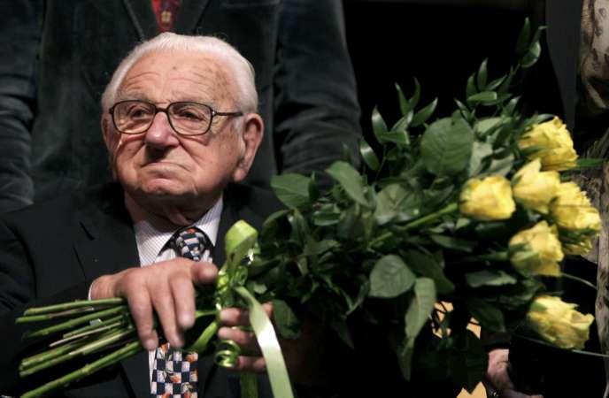 Le Britannique Nicholas Winton, qui avait sauvé 669enfants tchèques et slovaques, juifs pour la plupart, des camps nazis, est mort «paisiblement», le 1erjuillet, à l'âge de 106ans.
