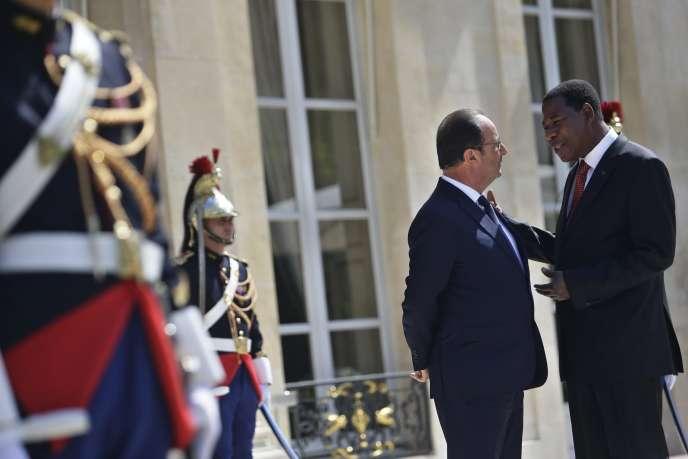 François Hollande s'entretient avec le président béninois, Thomas Boni Yayi, le 9juin, à l'Elysée.