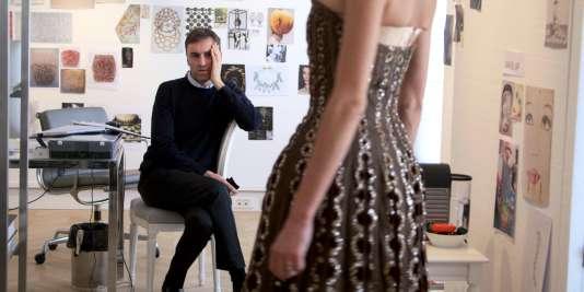 """Le créateur belge Raf Simons dans le film documentaire français de Frédéric Tcheng, """"Dior et moi"""" (""""Dior and I""""), sorti en salles mercredi 8 juillet 2015."""