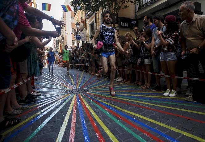 Les célébrations ont démarré dès mercredi avec notamment une course de drag-queens en talons aiguilles.