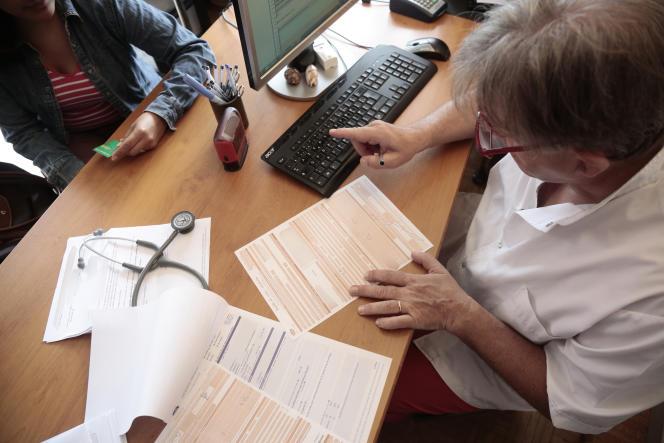 Une visite médicale chez un généraliste, à Chambéry, en août2014.