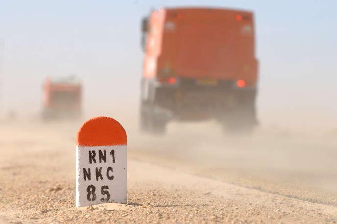 Sur une route vers Nouakchott, en Mauritanie, en 2009.