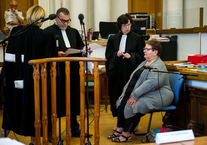 Dominique Cottrez avec ses avocats, à la cour d'assises de Douai, le 25 juin.