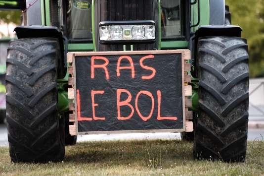 Les agriculteurs se plaignent régulièrement des lourdeurs bureaucratiques et de la surtransposition des normes européennes (ici, en juillet 2015 à Rennes).