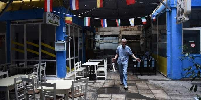 Devant un restaurant à Thessalonique, en Grèce, le 2juillet.