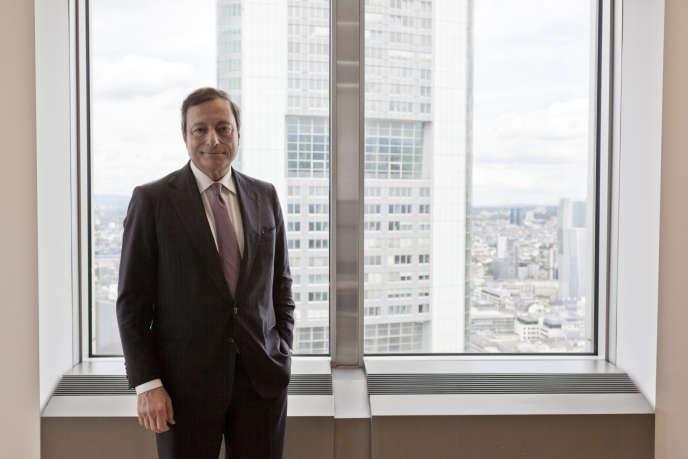 Portrait de Mario Draghi, président de la Banque centrale européenne, dans son bureau au 35e étage de la Tour de la BCE à Francfort-sur-le- Main, Allemagne.