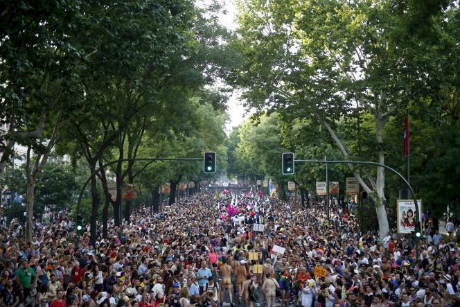 Dix ans après la loi autorisant le mariage homosexuel en Espagne, plus de 30 000 couples en ont profité, selon des données officielles.