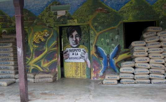 Inscription près d'un site de Total, à Caraparicito, en Bolivie.