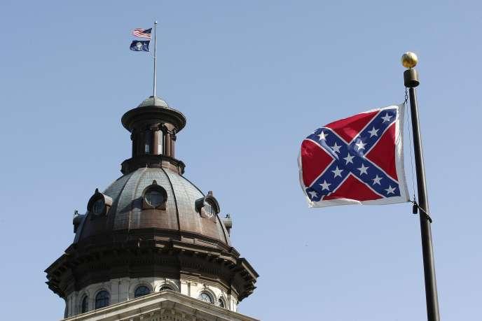 Le drapeau confédéré devant le Parlement de Caroline du Sud à Columbia, le 4 juillet 2015.