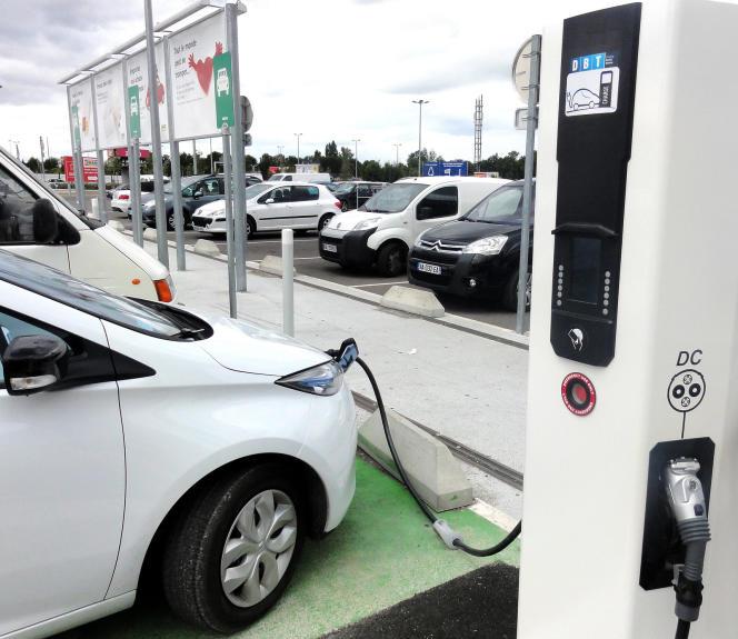 Les possesseurs de véhicules électriques pourront à l'avenir recharger leurs batteries sur toutes les bornes du territoire (9 400 à ce jour), quel que soit le distributeur.