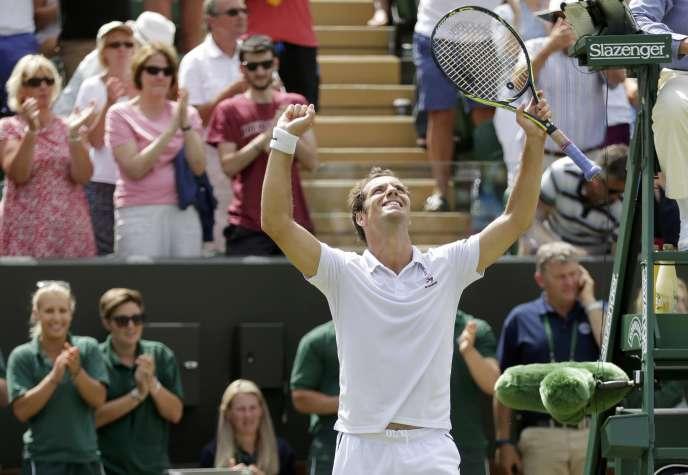 Le Français Richard Gasquet célèbre sa victoire face à l'Australien Nick Kyrgios, lundi 6juillet à Londres.