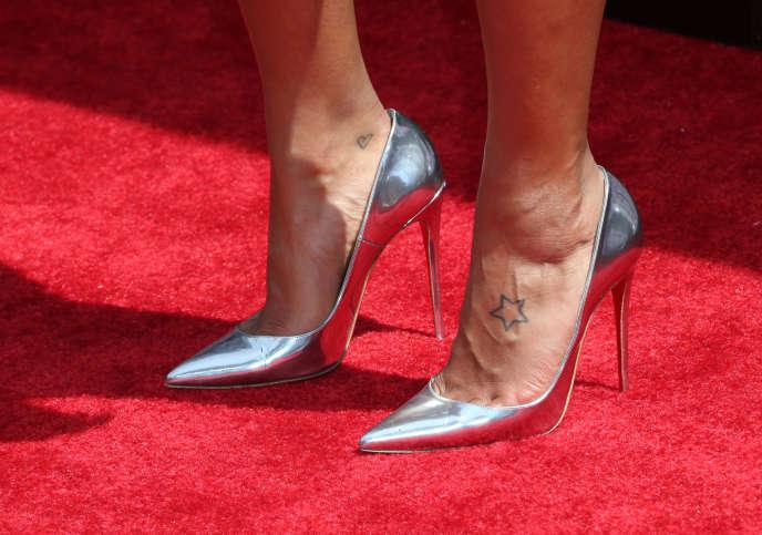 Les chaussures d'Angela Simmons le 28 juin 2015 à Los Angeles.