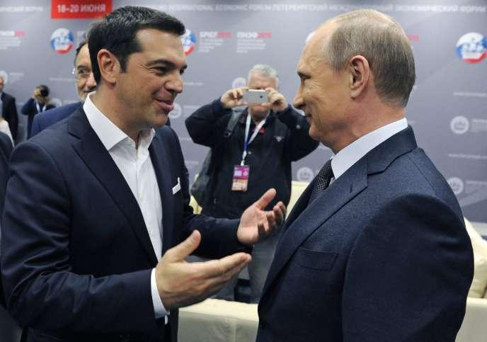 Alexis Tsipras et Vladimir Poutine, à Saint-Pétersbourg, le 19juin.
