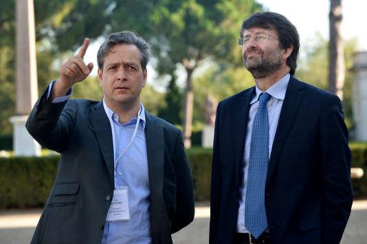 Le ministre italien de la culture,Dario Franceschini (à droite), avec le directeur de la Villa Médicis, Eric de Chassey, à Rome en 2014.