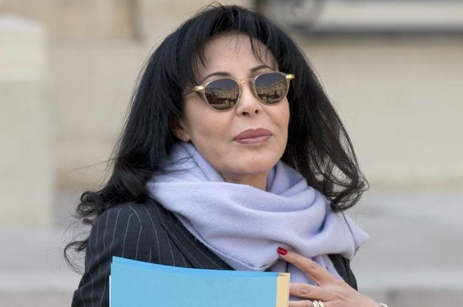 Yamina Benguigui, en mars 2014, dans la cour de l'Elysée.