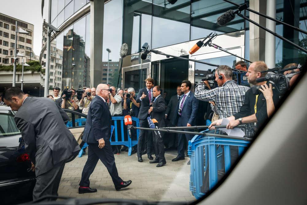 Le ministre des finances français, Michel Sapin, à son arrivée au siège de l'Union européenne, où se tient une réunion de l'Eurogroupe sur la situation économique en Grèce, mardi 7 juillet.