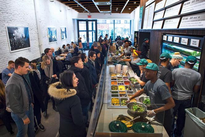 Le restaurant Sweetgreen, à New York, à l'heure du déjeuner le 21 novembre 2014.
