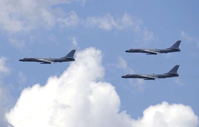Des bombardiers B-6K dans les environs de Pékin, le 2juillet.