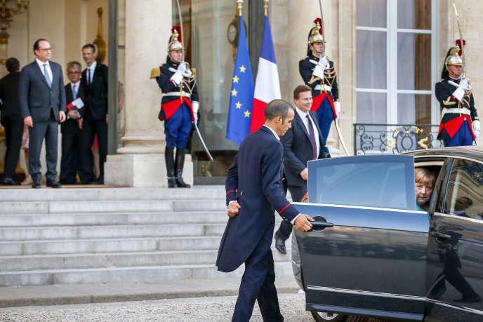 Angela Merkel quitte le palais de l'Elysée, lundi 6juillet, après son entretien avec François Hollande.