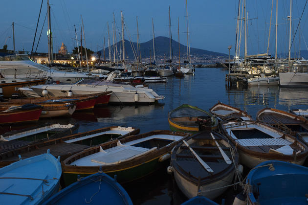 Au loin, le Vésuve, qui borde la baie de Naples.
