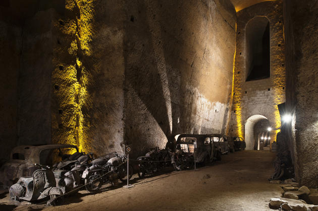 Creusé au 19ème siècle par les Bourbons, le tunnel Borbonico a aussi servi de refuge anti-aérien pendant la seconde guerre mondiale.