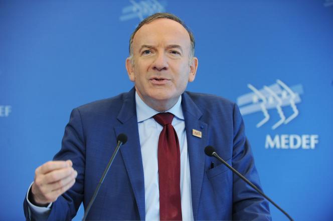 Pierre Gattaz, l'actuel patron du Medef, a fait modifier les statuts de l'organisation de sorte que son président ne puisse faire qu'un seul mandat de cinq ans.