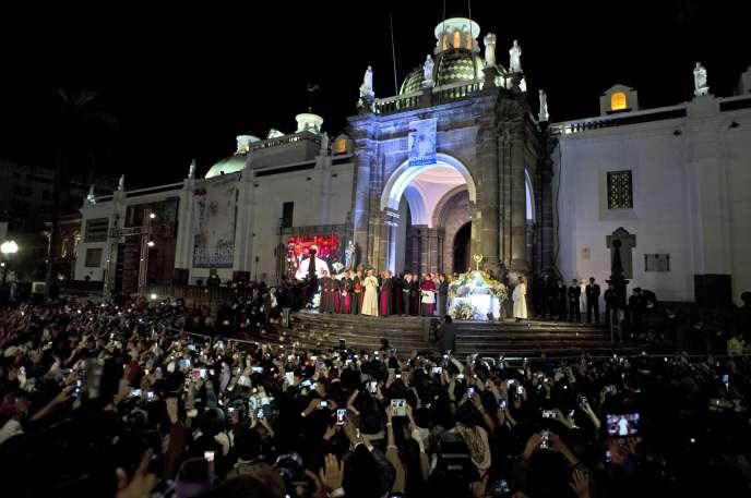Le pape François à la cathédrale de Quito en Equateur, le 6 juillet 2015.