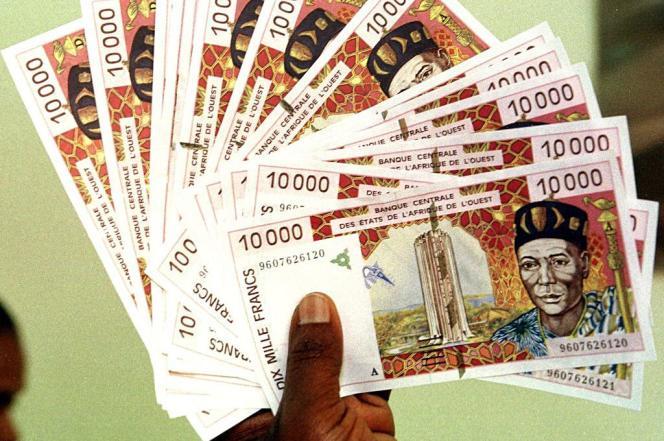 Coupures de 10 000 francs CFA  (15 euros).