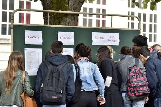 Les difficultés se manifestent dès l'entrée dans le supérieur et elles se concentrent à l'université où à peine plus de quatre étudianst sur dix poursuivent après une première année en licence dans la deuxième année de la même formation.