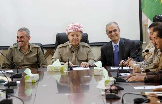 Le président du Kurdistan irakien, au centre, Massoud Barzanie, à Kirkouk, le 8 juillet.