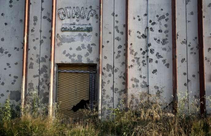 L'entrepôt de Kravica (dans l'actuelle Bosnie-Herzégovine) où plus de1000hommes et adolescents musulmans ont été exécutés en1995, peu après le massacre de Srebrenica.